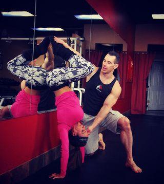 Adela-Garcia-Handstand